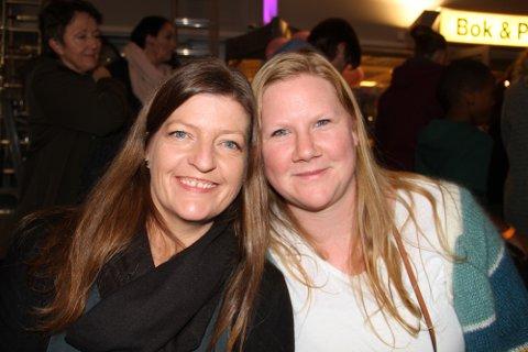 Mette Ekornrød og Renee Semmningsen, naut ei heil kveld via damene, på Mastrevik torg. – Dette var kjempekjekt, seier dei to Austrheimdamene.