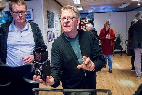 Karl-Erik Olsson har og ei lita utstilling av gamle kamera.