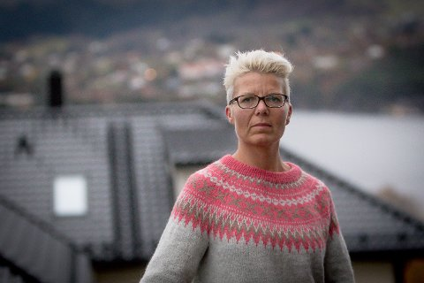 Då mor til Marianne Erstad døyde i fjor, ville ho ikkje ha gravferd frå kyrkja. Men å finna eit eigna lokale i Meland var lettare sagt enn gjort.