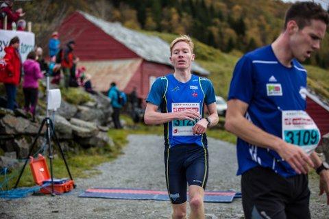 Halfdan-Emil Færø forsvarte andreplassen frå i fjor på tida 12.05. – Eg hadde eigentleg ikkje tenkt å springa i år, men så har eg nokre søsken som meinte eg måtte, så då gjorde eg det, seier han med eit smil.