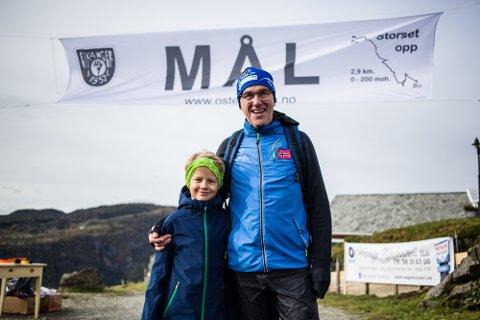 – Vi starta å løpa i fjor på Knarvikmila, då løp vi i lag heile vegen, seier morfar Bjørn Arne Mo (66) saman med Daniel Norheim (9).