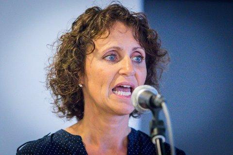 Lisbeth Stuberg i støttegruppa for fjerning av U-864 seier dei protesterer villt på regjeringas forslag om å dekka til ubåtvraket.