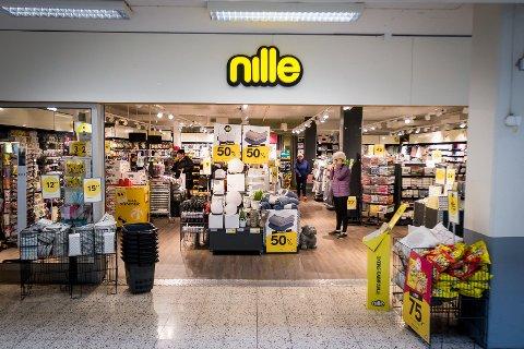 Nille har for mange butikkar. Det skal den nye Nille-sjefen Kjersti Hobøl gjera noko med.