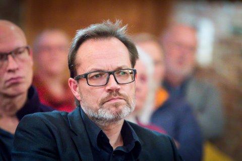 – Eg trur det står att at det å bygga ei kyrkje på Frekhaug er heilt legitimt. Det er noko som går fram av lovverket som me har i Noreg. Og så skjønar eg at det kan vera ei prioritering om me skal ha ein skule eller ikkje. Det har eg veldig stor sans for. Det er det politikarane våre lokalt som skal finna ut av. Det seier prost i Nordhordland, Helge Taranrød, til avisa Nordhordland.