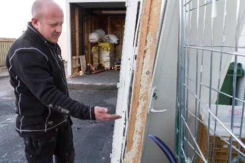 – skadane på dei to dørene kostar om lag 30-40.000 kroner å reparere. Det er det verste med alt, seier han.