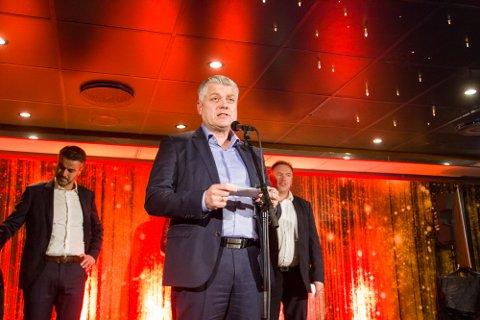 PRISUTDELING: Baste Tveito frå Nordhordland Næringslag får fleire spørsmål om kva som skjer med Nordhordland Awards i år. Bildet er frå arrangementet i 2018.
