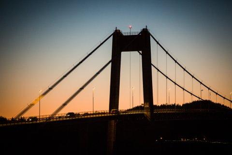 Lyset endrar seg kvart minutt gjennom dagen, og spesielt i overgangen frå mørkt til lyst og lyst til mørkt skjer det mykje spennande for ein fotograf.