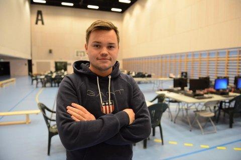 Marius Vågenes Villanger frå Knarvik låg og sov då det smalt.