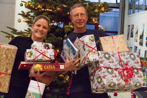 Yvonne Skintveit (26) fekk butikksjef på Norli, Nils Frøseth, med på laget då ho bestemde seg for å starta ein innsamlingsaksjon til inntekt for gåver til born i Nordhordland som gruer seg til jul.