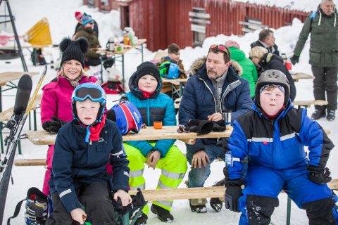 Søndag var det mykje folk som koste seg i løypene, både i det store trekket og i barnetrekket i Stordalen skisenter. Mykje snø har gitt ein knallstart på sesongen for senteret.