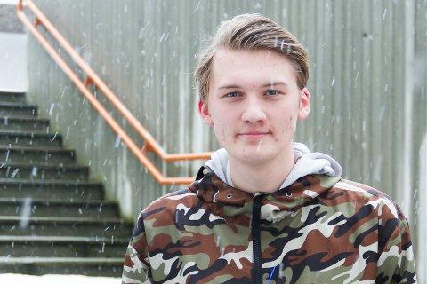 Erik Urdal, Russepresident ved Knarvik vidaregåande skule, har kutta ut fleire av dei drygaste russeknutene.