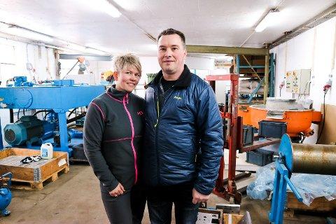 Margrethe Drange og mannen hennar Bjarte Sætrum Drangestartar opp med prosjektilproduksjon i Austrheim.