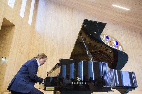 FEIRING: Frode Skag Storheim inviterer til bursdagskonsert i Knarvik kyrkje på 30-årsdagen sin. ARKIVFOTO: Morten Sæle