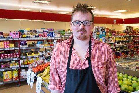 Steffen Axl Fossdal er assisterande butikksjef for Matkroken i Kvamsvågen.