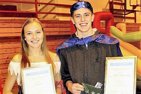 UNGE KONFERANSIERAR: To ungdommar, Anite Lunde og Steffen Vestheim Sævdal, tar seg av konferansierjobben på kultur- og idrettsgallaen.