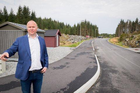 11 millionar kroner, det er kva denne Vegstubben har kosta utbyggaren Thomas Sandland. Vegen måtte byggast for å få i gang utbygginga.