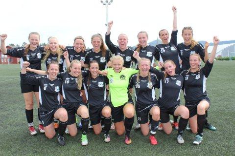 ENK-damene var svært nøgd med eiga innsats etter kampen på Knarvik Kunstgras.