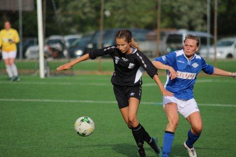Julie Bøe Snekkevik ligg på andreplass over toppscorarane i 3. divisjon for kvinner med 7 mål på 10 kampar. På plassen bak ho ligg fjorårets toppscorar for ENK, Bente Haveland med éi scoring mindre.