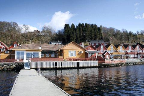 Formannskapet i Lindås kommune vedtok torsdag denne veka å inndra skjenkeløyvet til Lindås brygge i minst ti dagar.