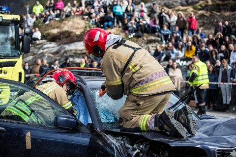 Brannvesena i Radøy, Austrheim, Lindås, Meland og Modalen vert slått saman til Nordhordland brann og redning frå 1.1.2019. Her frå TSU russearrangement i 2015.