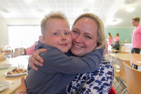 For litt over eit år sidan fekk Syver Olander (7) alvorleg kreftdiagnose. Ingen visste om han kom til å overleva, men denne veka deltek han på barnekreftforeininga sin sommarleir på Frekhaug.– Det har vore eit kaotisk år, seier mamma Dordei Kvammen.