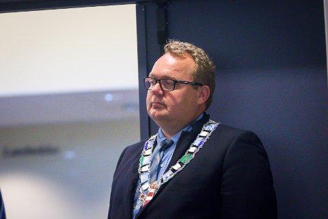 Fedje-ordførar Stian Herøy meiner det er underleg korleis ein instans kan stoppe planane etter godkjent kommuneplan.