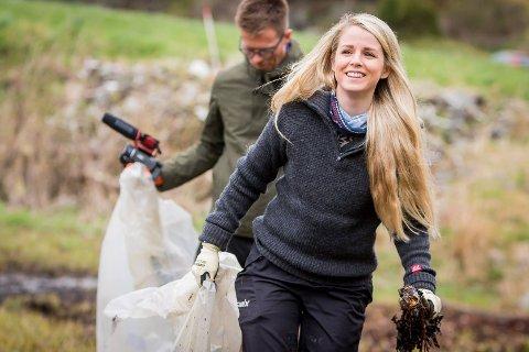 Karina Garnes Reigstad meinar nye Alver kommune må løfta blikket og sjå til Lillehammer og kva dei har gjort for miljøvennleg kunstgras.