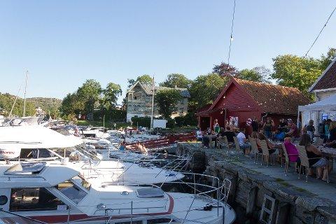 Alt gjekk pent og pynteleg for seg under opningsdagen av Utkant i Skjerjehamn.