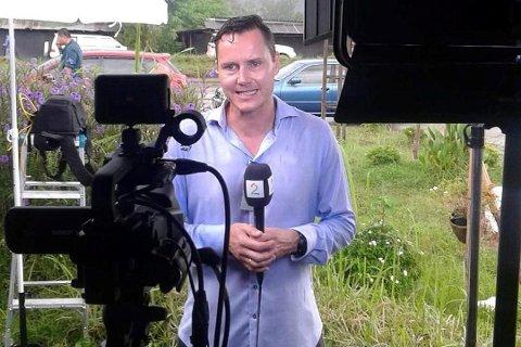 Kjetil Iden er aleine på jobb for TV 2 i Thailand. Han rapporterer direkte frå grottedramet.