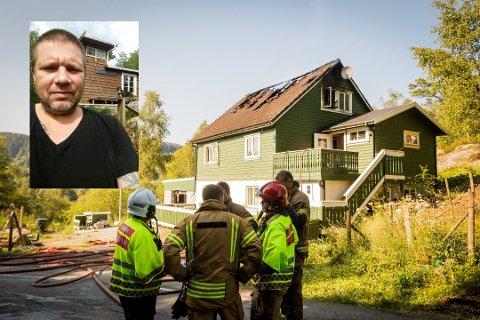 16. juli i år byrja huset til Raymond Aase å brenne, utan at verken politiet eller brannvesenet har kome med nokon forklaring på korleis.