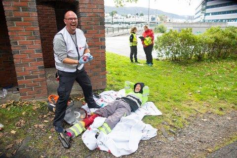 Moro i alvoret for sminkør Øyvind Fagermo og markør Bjarte Hopland.
