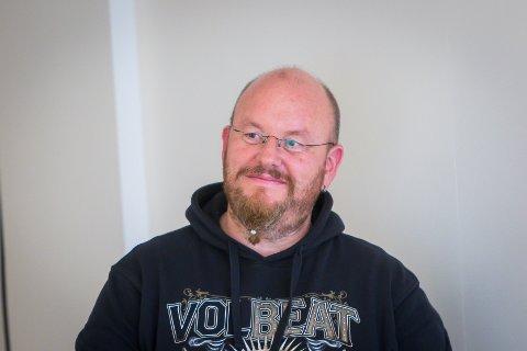 Nils Vidar Hopland vart heidra for sin lange innsats for Røde Kors.