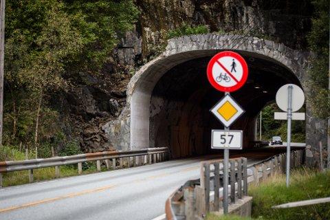 Fem bilistar fekk mangellapp for manglande lys då politiet gjennomførte ein lys- og promillekontroll på fylkesveg 57 her ved Seim tidleg onsdag morgon.
