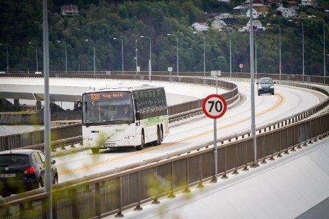 Bergen Høgre meiner no at det bør plasserast ein bomstasjon på Nordhordlandsbrua. – Eg innser at det ikkje vil vera populært i nabokommunane, men dei skal jo uansett gjennom bomringen og må betala for å komme inn til Bergen, seier Høgres byrådsleiarkandidat i Bergen, Harald Victor Hove