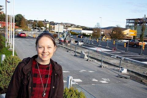 - Bussterminalen blir flytta for å leggja til rette for utvikling andre stader i sentrum, seier Helen Gjærde, prosjektleiar for regionsenterutvikling i Lindås kommune.