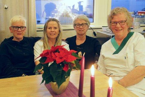 Desse damene er berre fire av dei som har arbeidd på legevakta sidan dei første åra. F.v.: Solfrid Aase (personalleiar), Grethe Valdersnes (fagsjukepleiar), Erna Fosse (driftsleiar) og Anne Signe Lyngøy Andvik (sjukepleiar).