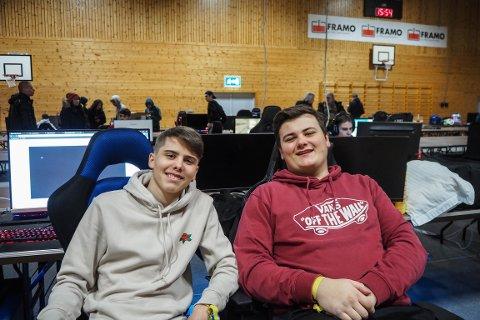 Espen Aakvaag (17) og Steffen Bø Korneliussen (17), frå Alversund og Knarvik, har gleda seg lenge til Error sitt romjulsparty, faktisk nesten mer enn til julaftan.