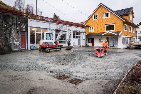 Den gamle bensinstasjonen på Seim vart lagt ned like før jul 2018. No vil eigaren av tomta, Jostein Nesse, opna ny bensinstasjon.