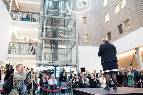 Statsminister Erna Solberg under den offisielle opninga av nye Haraldsplass i oktober i fjor. No skal ikkje Haraldsplass eller andre sjukehus i Helse Vest opplyse media om pasienttilstand etter alvorlege ulykker og valdshendingar.