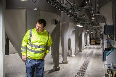 Stian Stormark er driftsoperatør for reinseanlegget på Litlås.