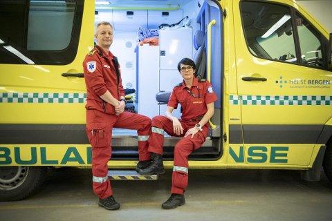 Monica Hauge og Ørjan Jensen er to av ambulansearbeidarane som er med i TV-serien «Ambulansen».