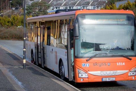 Om du nyttar deg av periodekort, vert bussreisene billegare frå fredag av.