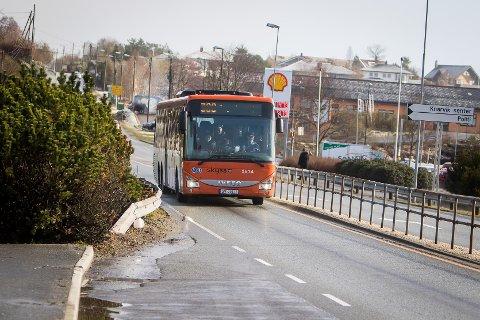 Bussprisane vil stige til helga, men dei kan fort synke att.