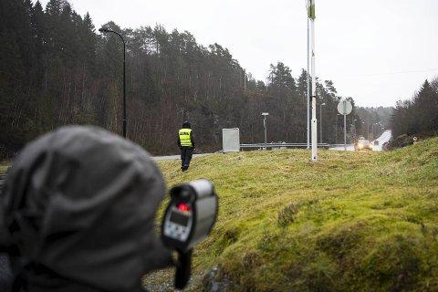 Fredag utførte Utrykningspolitiet ein laserkontroll på E39, Osterfjordvegen, mellom klokka 10.20 og 12.20.