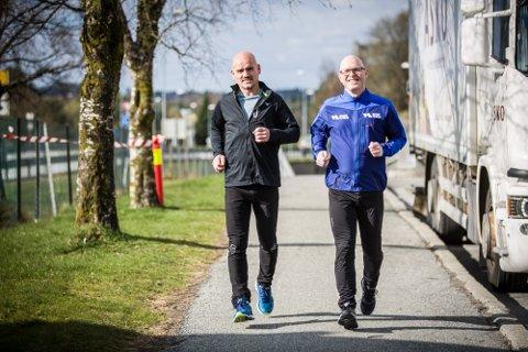 Då senterkollega Hans Jarle Einarsen (t.h.) frå Sartor storsenter utfordra Åge Torsvik til å bidra i Krafttak mot kreft, var ikkje Torsvik vanskeleg å be. No går turen til Paris for å springa maraton for kreftsaka.