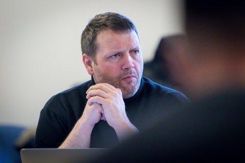Kenneth Taule Murberg har sjonglert to jobbar i Politiets fellestjenester med lokalpolitikk sidan tidleg i haust. No søker han permisjon i eitt år frå Alver-politikken. Arkivfoto