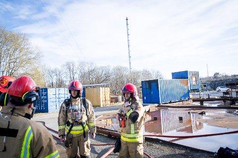 Frode Pettersen. Vidar Hansen. Brannøving i det nye treningsanlegget til Equinor Mongstad. Mannskap frå Nordhordland brann og redning.