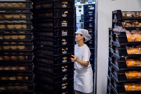 I DRIFT: No er det full drift på Goman Lindås igjen etter skandalane som råka bakeriet hausten 2018. Rundt 60 tilsette på bakeriet får no etterbetalt fem millionar kroner etter at ei gransking avslørte at dei tilsette skal ha vore grovt underbetalt.
