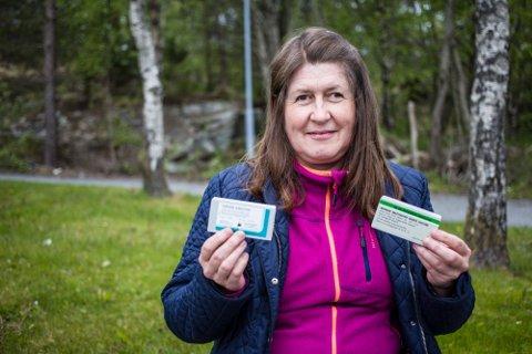 – Om eitt menneske, éin familie kan sleppa gå gjennom dette, er det verdt det. Det som er viktig, er at ein må ta tak i det med ein gong, seier Mette Eknes, som viser fram boksane med rabies-vaksine ho fekk med seg heim til Norge for vidare behandling.