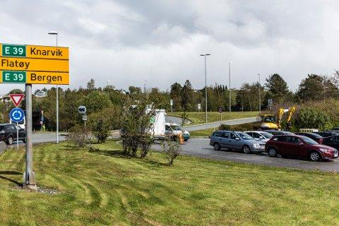 Delar av pendlarparkeringa her på Flatøy skal brukast som anleggsområde.